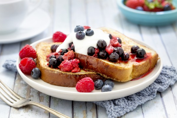 French Toast With Berries And Cream